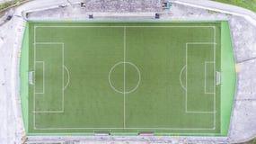 Vue d'oeil d'oiseau aérienne de bourdon de terrain de football Images stock