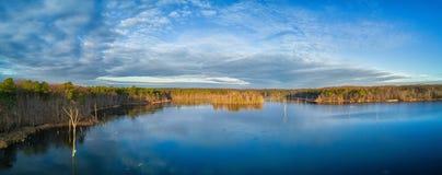 Vue d'oeil d'oiseaux au-dessus d'un lac dans le New Jersey Photo stock