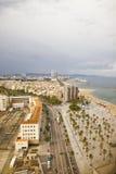 Vue d'oeil de l'oiseau s à la plage de Barcelone, Espagne Photos stock