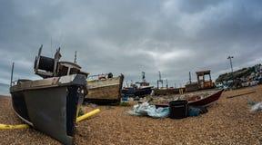 Vue d'oeil de poissons des bateaux de pêche sur la plage chez Hastings Photo libre de droits