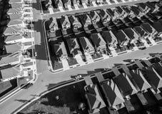 Vue d'oeil du ` s d'oiseau au-dessus des maisons modernes vaste Texas Hill Country de développement Images libres de droits