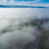 Vue d'oeil du ` s d'oiseau de route au-dessus des nuages 02 photos libres de droits