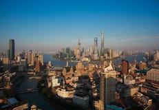 Vue d'oiseau de photographie aérienne à l'horizon de digue de Changhaï Photographie stock libre de droits