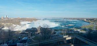Vue d'oiseau des chutes du Niagara célèbres du côté canadien image stock