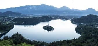Vue d'oiseau sur le lac Bled en Slovénie Photos stock