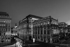 Vue d'opéra d'état à Vienne, Autriche au cours de la nuit photos stock