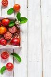 Vue d'oranges sanguines, entière et demi, supérieure juteuse, l'espace pour le texte Photo stock