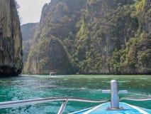 Vue d'un bateau dans la lagune de Pileh photo stock