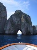Vue d'un bateau près de capri Images stock
