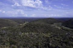 Vue d'un beau paysage montagneux dans la distance photographie stock