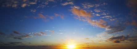 Vue d'un ciel étonnant de coucher du soleil Photo libre de droits