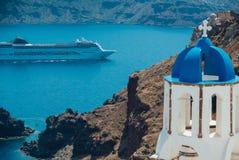 Vue d'un grand revêtement de croisière de l'île de Santorini photos libres de droits