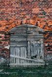 Vue d'un vieux extérieur et Front Door Seen de Chambre Images libres de droits