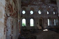 Vue d'une église orthodoxe abandonnée dans la région de Tver Image libre de droits