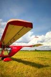 Vue d'une aile de l'avion ultra-léger image libre de droits