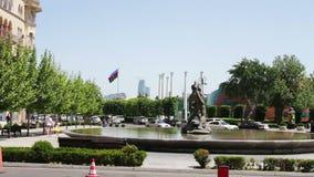 Vue d'une d'avenues principales de la capitale de l'Azerbaïdjan, Bakou banque de vidéos