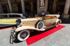 Vue d'une exposition extérieure publique de voiture d'oldtimer chez le Piazzale Photo libre de droits