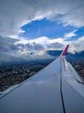 Vue d'une fenêtre d'avion Images stock