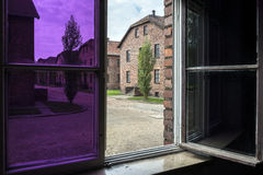 Vue d'une fenêtre dans le camp II, camp d'Auschwitz d'extermination en Pologne Photos libres de droits