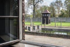 Vue d'une fenêtre dans le camp II, camp d'Auschwitz d'extermination en Pologne Photo stock