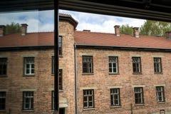 Vue d'une fenêtre dans le camp II, camp d'Auschwitz d'extermination en Pologne Images libres de droits
