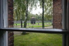 Vue d'une fenêtre dans le camp II, camp nazi d'Auschwitz d'extermination en Pologne Photo stock