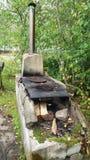 Vue d'une petite île en Finlande avec une vieille cuisine d'été Photos stock