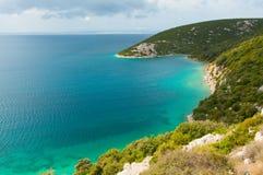 Vue d'une petite baie sur l'île de Rab, Croatie images stock
