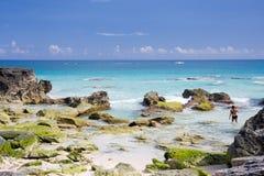 Vue d'une plage abandonnée en Bermudes images stock