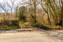 Vue d'une porte de ferme dans le secteur anglais de lac Image libre de droits