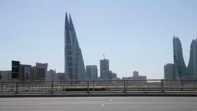 Vue d'une route et d'une ville de Manama derrière, le Bahrain