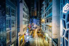 Vue d'une rue étroite la nuit, Mi-niveaux de Central†« Images libres de droits