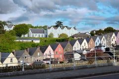 Vue d'une rue de ville de cobh dans le liège du comté Photographie stock