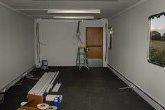 Vue d'une salle incomplètement faite - bureau photo libre de droits