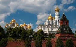 Vue dans Kremlin de la rivière photo stock