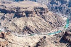 Vue dans le canyon de rivière de poissons Photographie stock
