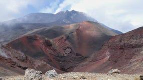 Vue dans un cratère sur l'Etna en Italie image stock