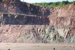 Vue dans une carrière de mine à ciel ouvert Photo stock