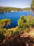 Vue de baie à Porto Azzurro, Italie Photo stock