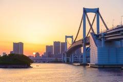Vue de baie de Tokyo et de pont en arc-en-ciel images libres de droits