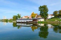 Vue de banlieue de trinité et de rivière de Svisloch, Minsk, Belarus Photos libres de droits