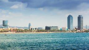 Vue de Barcelone de la mer Méditerranée Photographie stock libre de droits