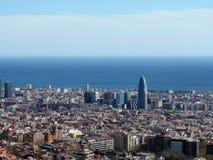 Vue de Barcelone, Espagne, de la colline de la soute dans la partie supérieure de la ville image stock