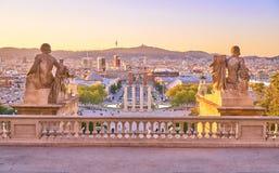 Vue de Barcelone Piazza d Espanya des escaliers des Palaos Nacional Photo libre de droits