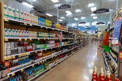 Vue de bas-côté de Fred Meyer, inc. , est une chaîne des hypermarchés d'hypermarché à Portland, Orégon photographie stock