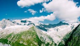 Vue de beau paysage dans les Alpes Photo stock