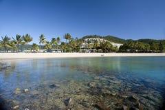Vue de belle plage d'Airlie, Queensland Photos stock