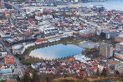 Vue de Bergen avec Lille Lungegardsvannet Image stock