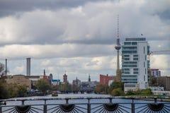Vue de Berlin au-dessus de fête de rivière en Allemagne photos libres de droits