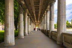 Vue de Berlin Germany le 10 juillet 2018 de l'entrée avec ses nombreuses colonnes de l'île de musée de musée de Pergamon Berlin image stock